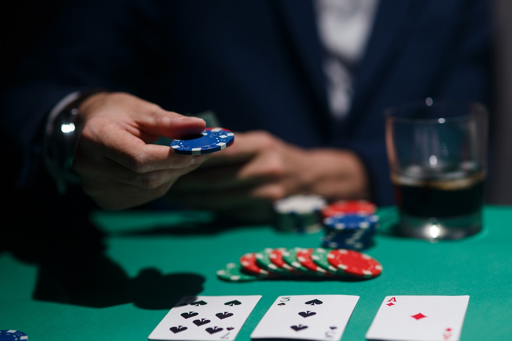 Pineapple Poker variatie speciala de poker gama Texas Holdem