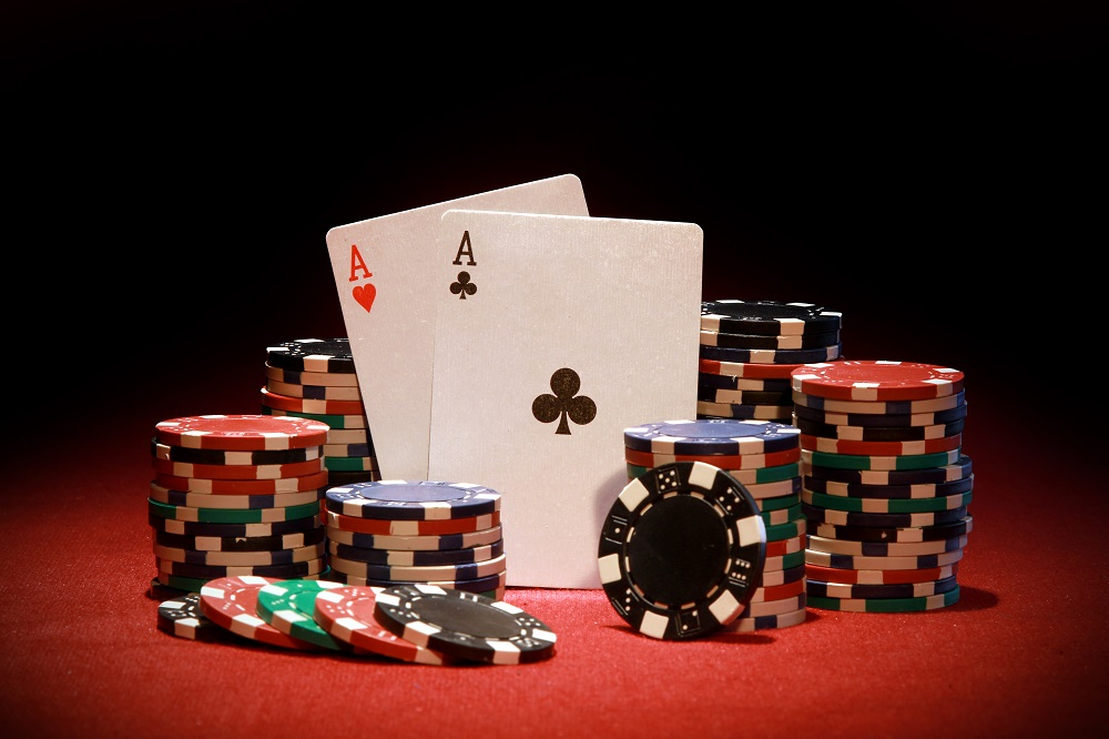 Apararea blind-ului la poker pe intelesul incepatorilor
