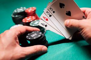 Cum sa joci o mana riscant la un turneu de poker online