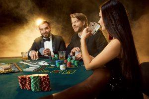 Varinata in pokerul online difera fata de mesele reale